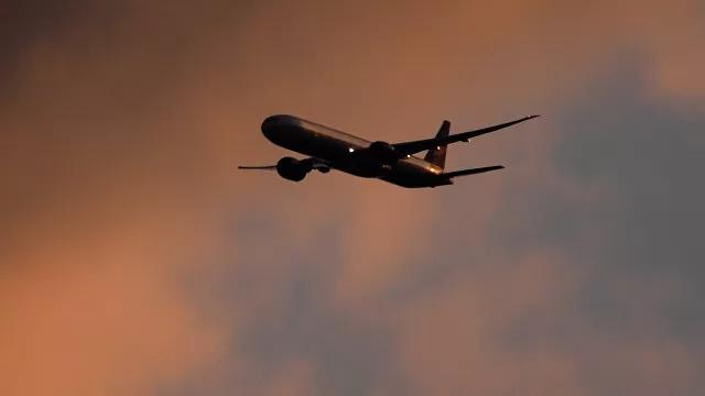 俄罗斯一架飞机因燃气轮机故障紧急降落