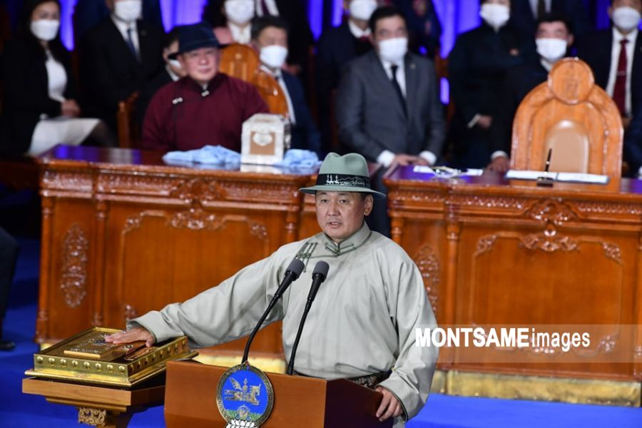 蒙古国当选总统呼日勒苏赫宣誓就职