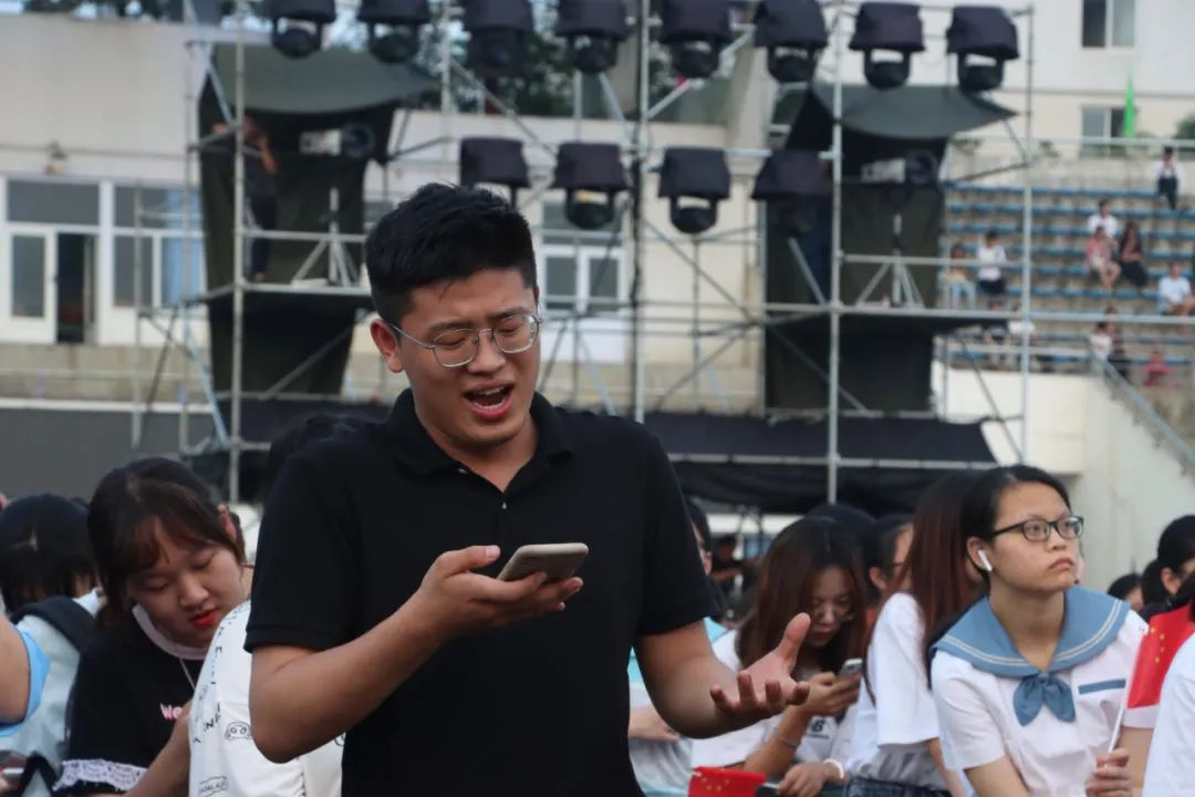 百首歌曲献给党!今夜四川爱乐乐团在西南石大魅力开奏!