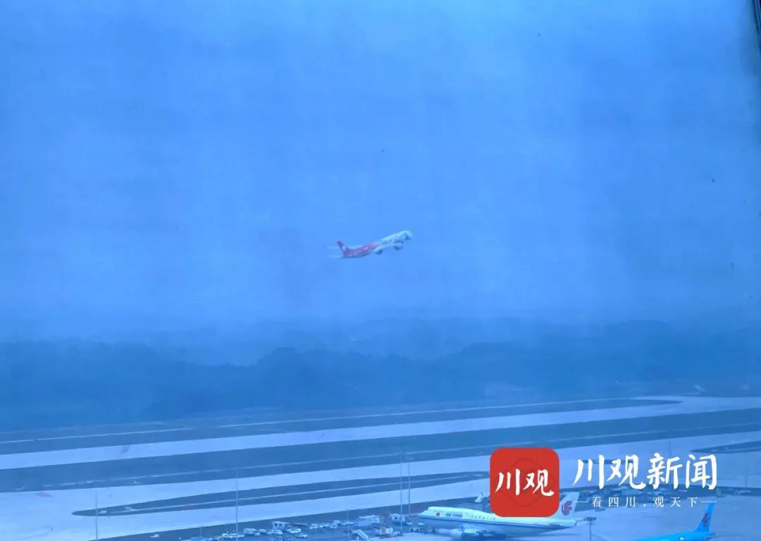 """成都天府国际机场正式投运!空地对话现最燃告白:""""共祝中国共产党百年华诞!"""""""