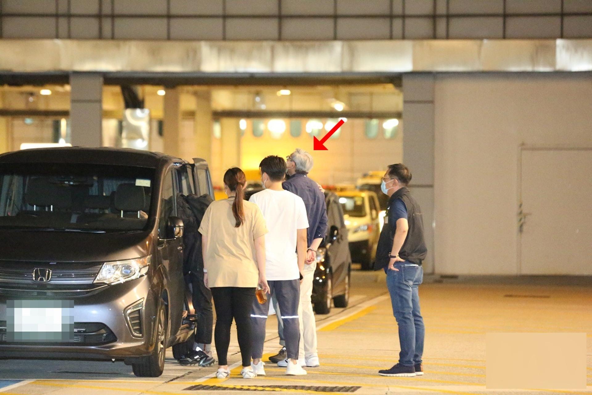 《苹果日报》主笔冯伟光在机场被捕,正准备飞往英国