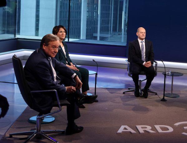 外媒:默克尔即将卸任 德总理候选人激辩对俄关系