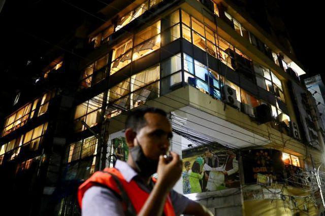 孟加拉国首都一建筑发生爆炸致7死 玻璃碎片从天而降