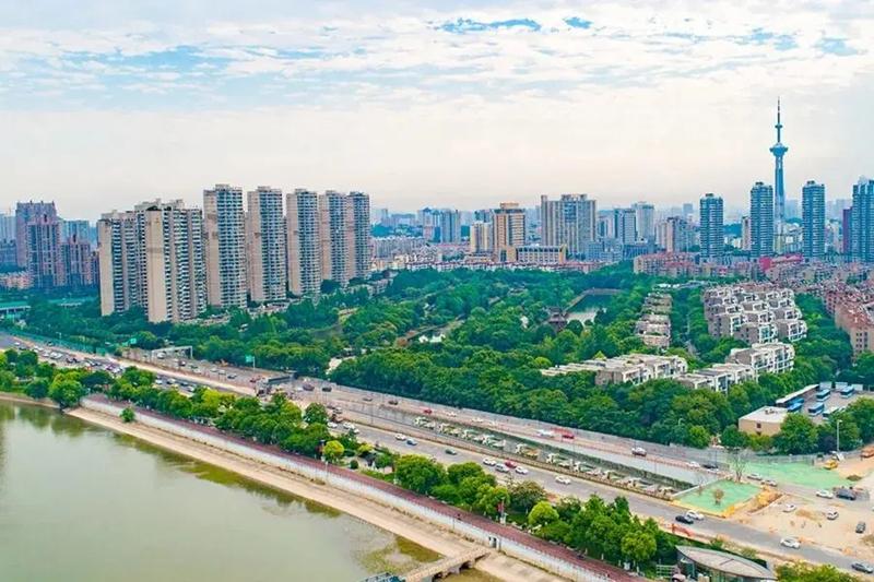 南京扬子江大道6月30日全线通车 全程没有红绿灯