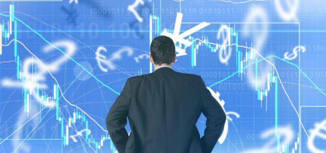 人民币问道:汇率利率跟谁走