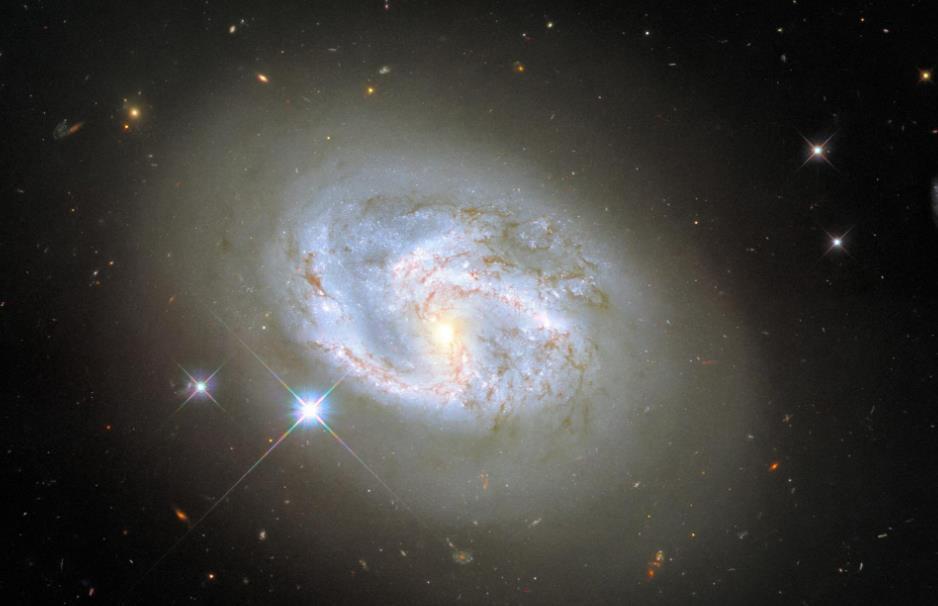哈勃太空望远镜再次捕捉到螺旋星系 这次是NGC 4680