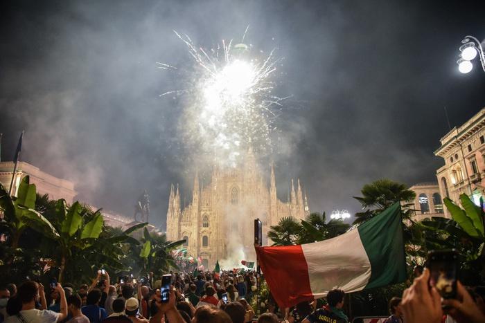 意大利米兰15名球迷在欧洲杯夺冠庆祝中受伤 3人重伤