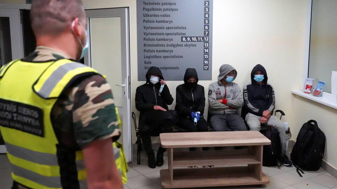 立陶宛在边境修建铁丝网以阻止难民从白俄罗斯入境