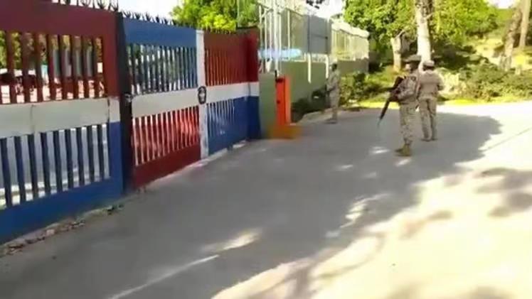 多米尼加与海地边境完全关闭 军人把守