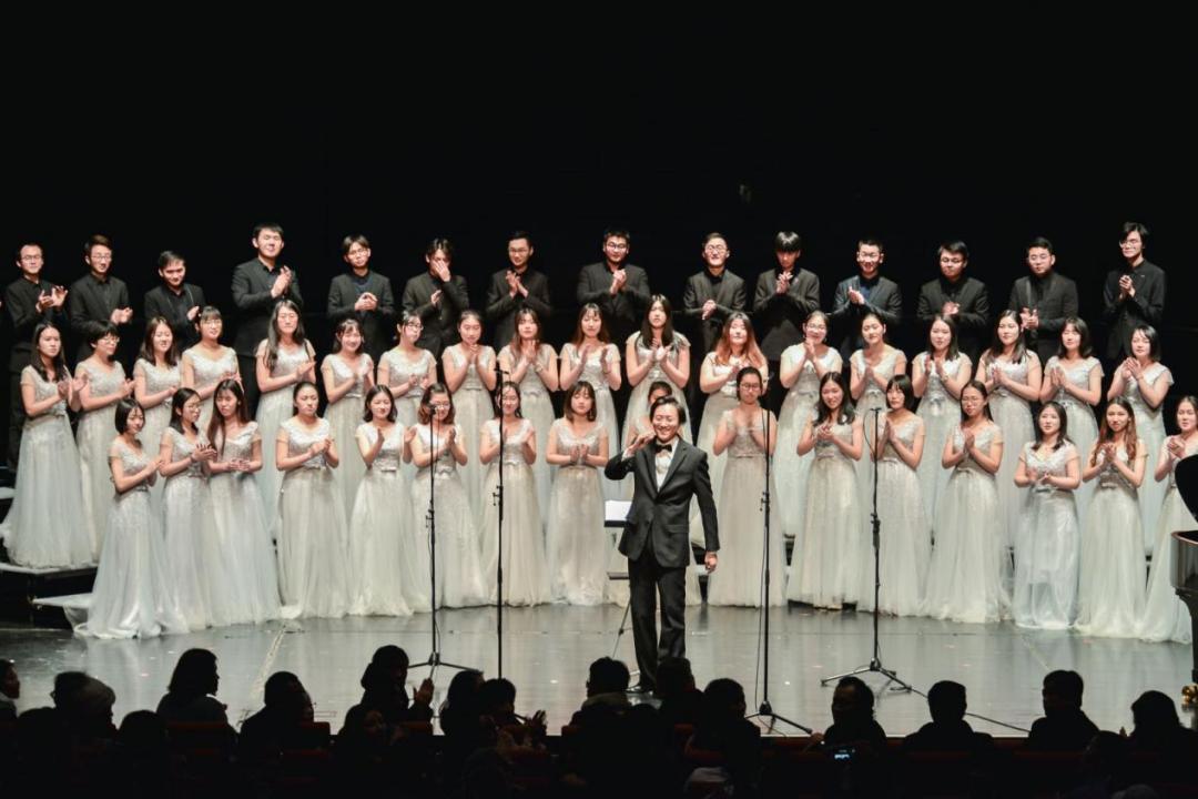《爱她,路不远》发布!泊乐合唱团举办九周年专场音乐会