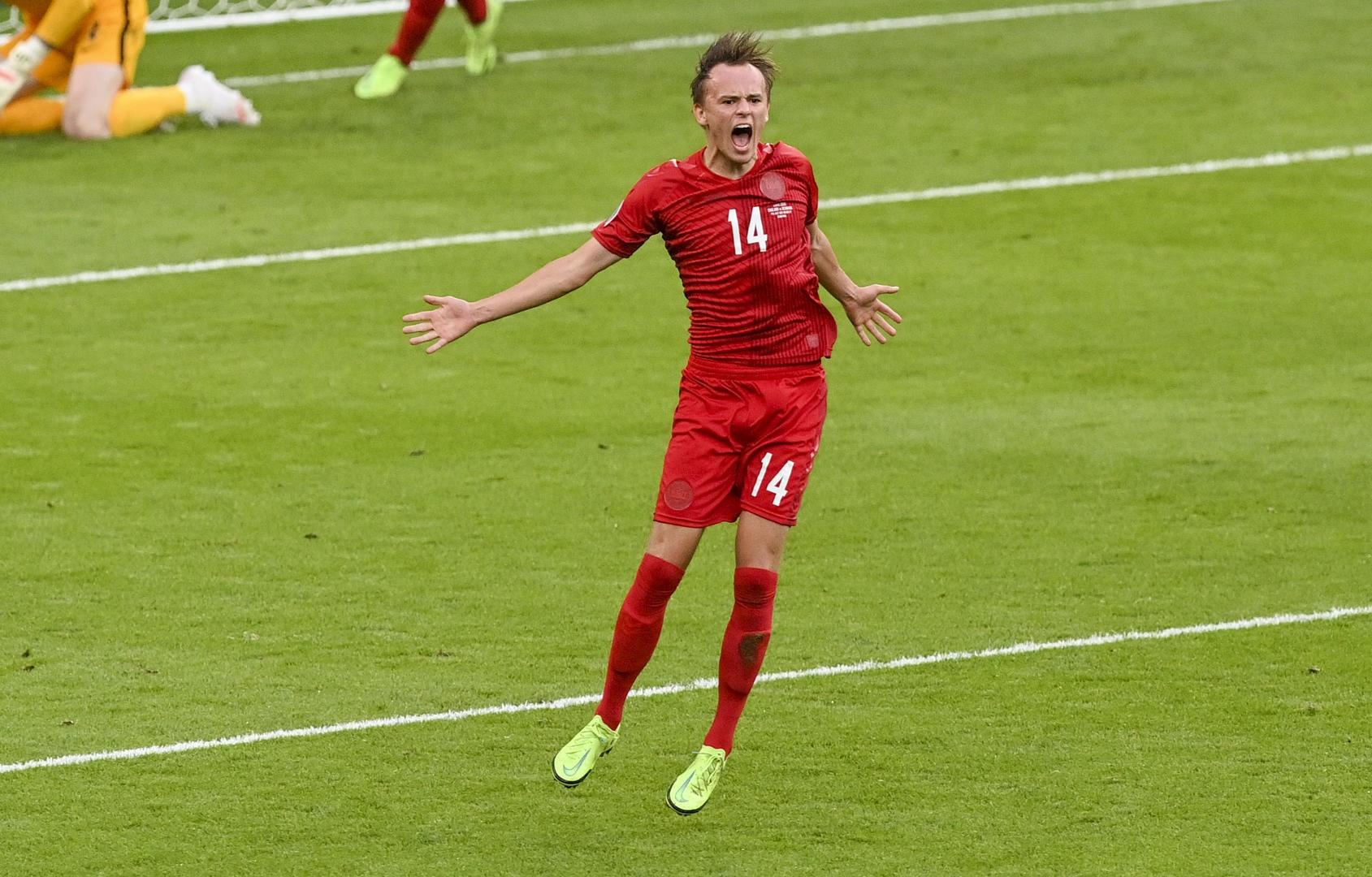 00后丹麦小将又创纪录!他成21年来首位在欧洲杯淘汰赛任意球破门的球员