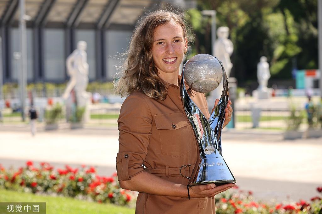 梅尔滕斯登顶WTA双打世界第一 成历史第45位球后