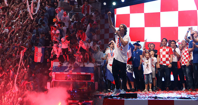 克罗地亚凯旋回国游行庆祝 魔笛领衔