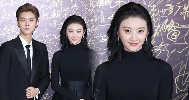 张继科女友景甜出席华表奖颁奖礼
