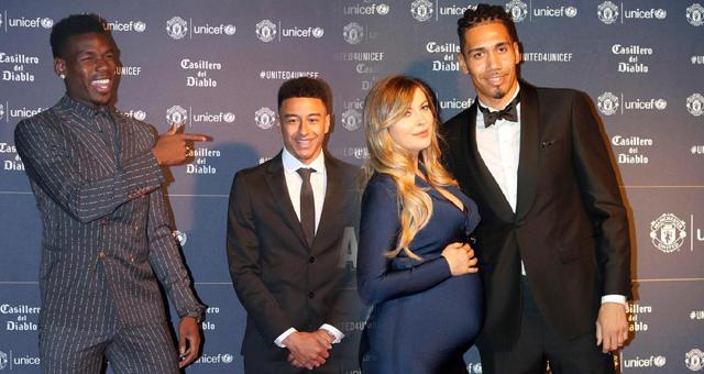 曼联参加慈善晚宴 博格巴引领众球员