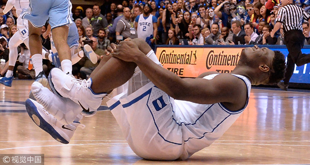 NBA状元秀大热锡安膝盖受伤 踩穿球鞋!
