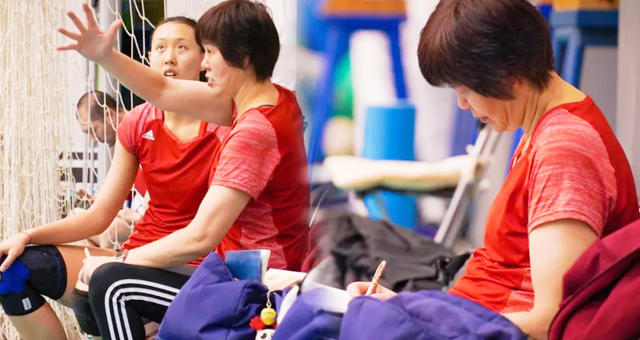 郎平回归中国女排监督队员集训