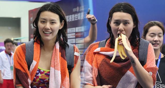 游泳冠军赛刘湘热身吃香蕉分外可爱