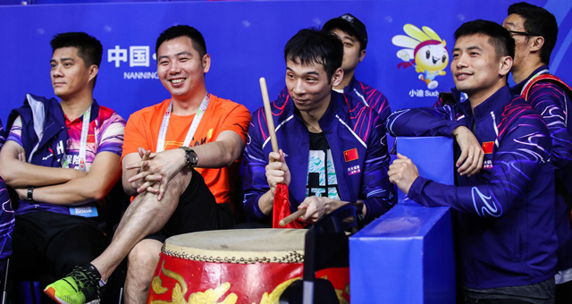 苏迪曼杯中国战印度 石宇奇擂鼓助威