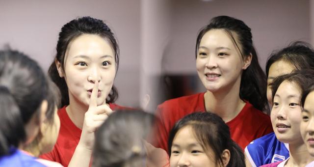 惠若琪出席沿海开放城市排球赛