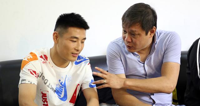 徐根宝与弟子录制节目 武磊范志毅出席