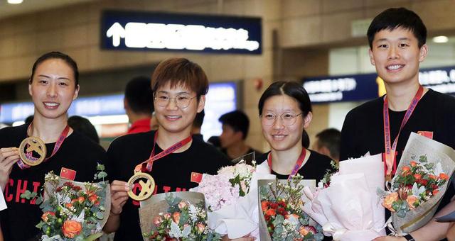 中国3X3女篮勇夺世界杯冠军凯旋而归