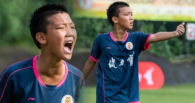郑智爱子出战U12少年比赛 举手投足颇似父亲