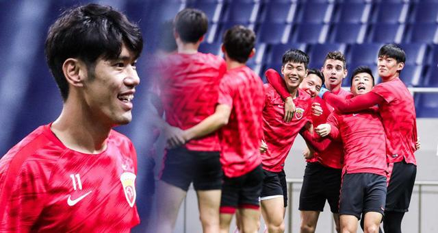 上海上港日本备战亚冠 分组做游戏队员乐不停