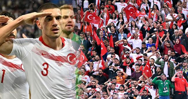 土耳其进球后集体敬军礼!球迷场边呼应齐敬礼