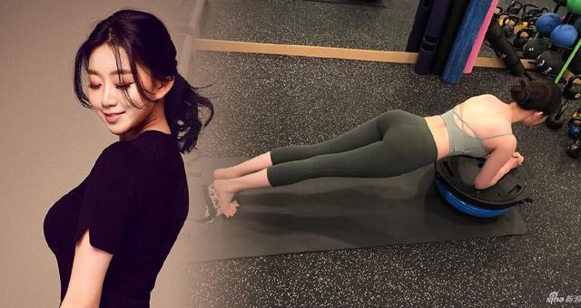 模特小姐姐最爱健身房锻炼运动 感受她的平板支撑