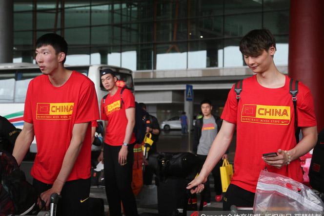 中国男篮结束海外拉练回京