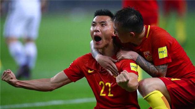 12强赛-国足1-0胜韩国 功臣于大宝王永珀相庆
