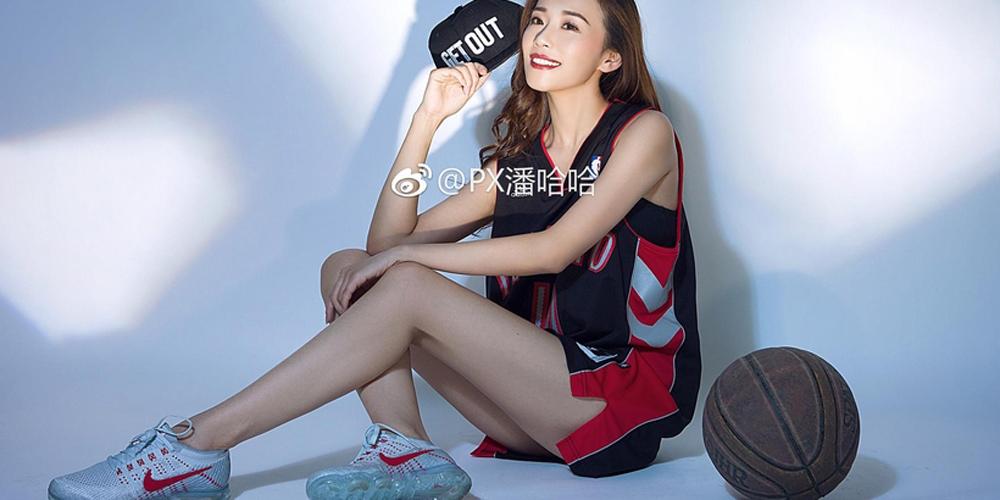 UFC中国举牌女郎双冠美艳绝伦