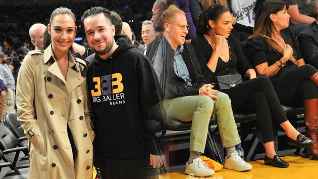 神奇女侠盖尔-加朵观战NBA洛杉矶德比
