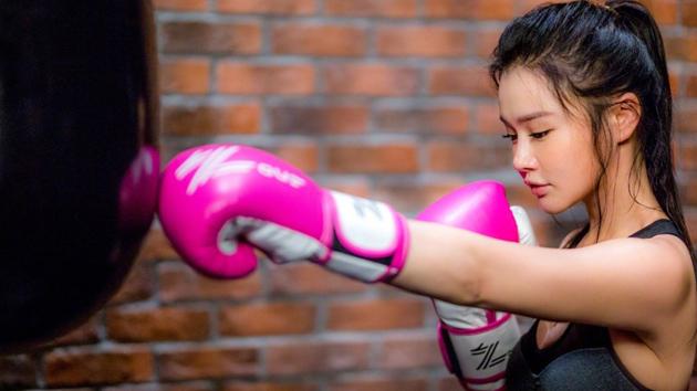 拳王美妻粉红丝带月呼吁关注女性健康