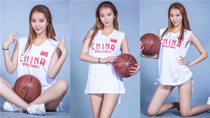 篮球宝贝写真大秀白皙美腿