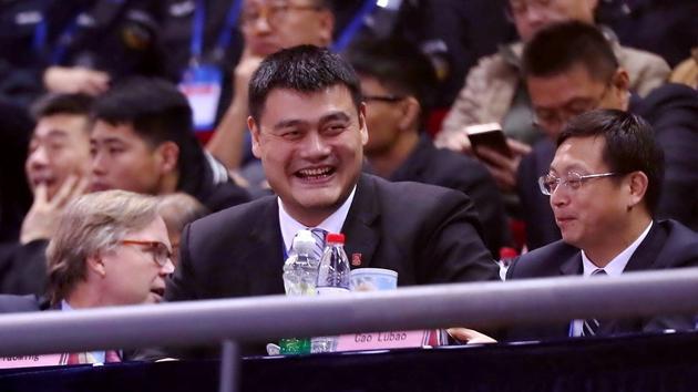 姚明现身世界杯亚洲区预选赛笑容满面