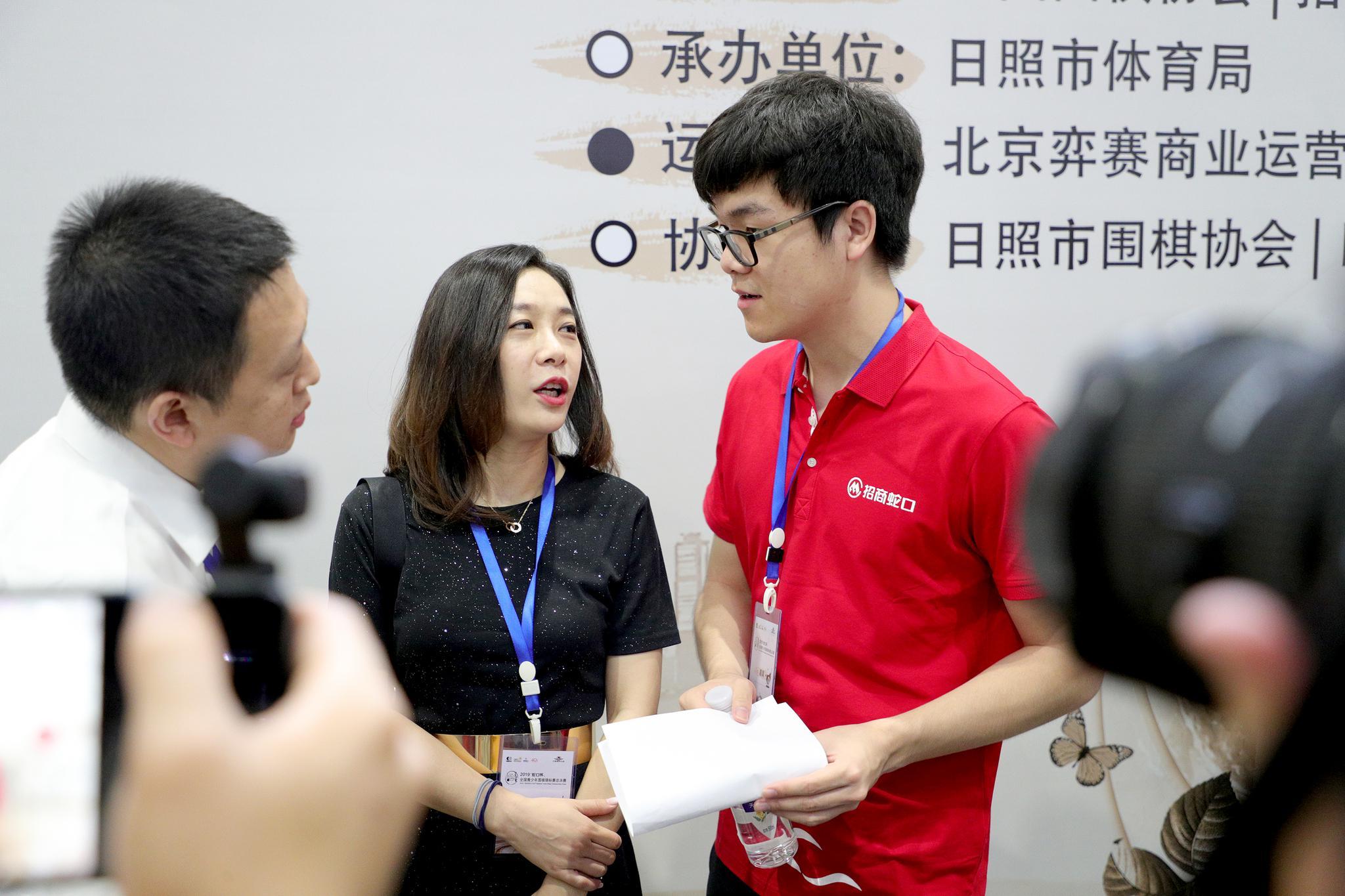 高清-柯洁亮相中国围棋大会