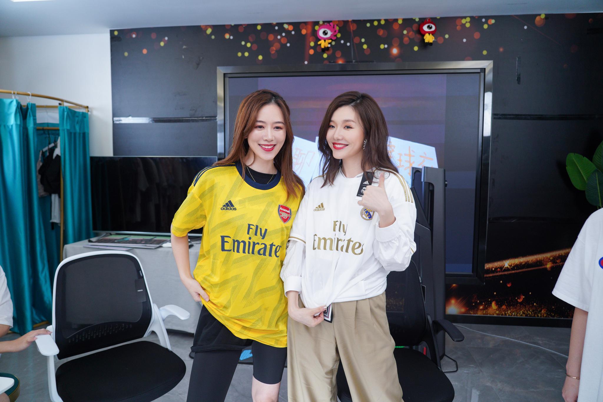 """新浪体育电商直播首秀欢乐多 刘语熙""""暴击""""皇马"""