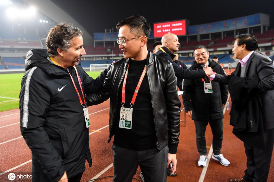 成功完成季前目标 重庆老板蒋立章鼓励教练组