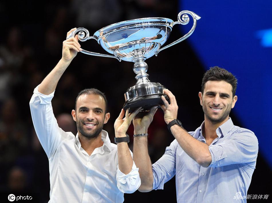 Колумбийские теннисисты получили трофей первых ракеток мира по итогам сезона