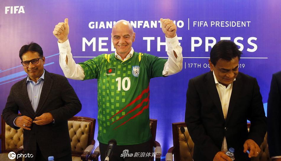 因凡蒂诺与孟加拉国足球联合会成员会面