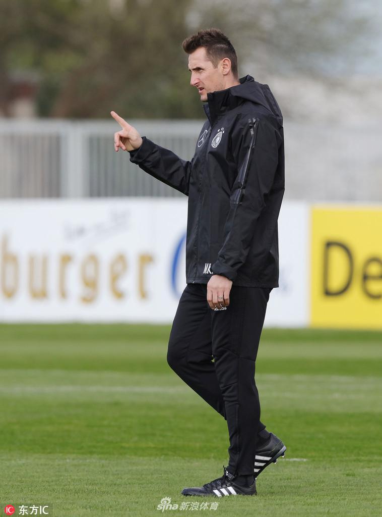 当地时间2018年5月11日,德甲巨人拜仁慕尼黑宣布,39岁的德国传奇...图片 60899 758x1024