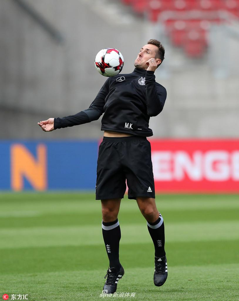 当地时间2018年5月11日,德甲巨人拜仁慕尼黑宣布,39岁的德国传奇...图片 67334 814x1024