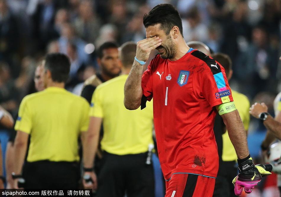 比分0-1不敌瑞典,无缘2018世界杯正赛.赛后,布冯痛哭宣布自己
