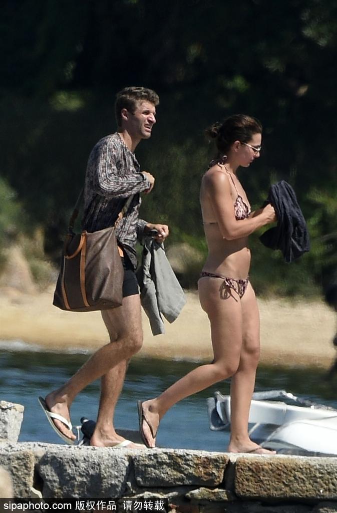 穆勒和娇妻乘游艇度假