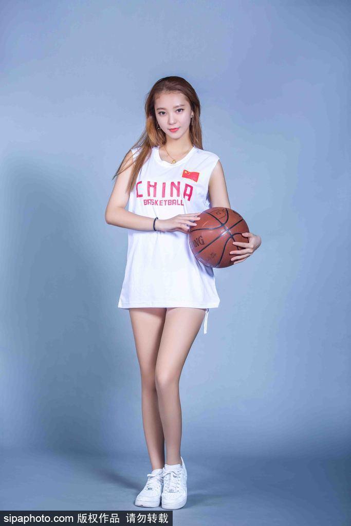 广东队啦啦队队长黄逸辉身材火辣,而且颜值极高。