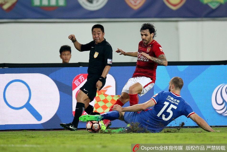 主场2-0战胜重庆当代力帆,恒大取得联赛7连胜,力帆遭遇4连败.
