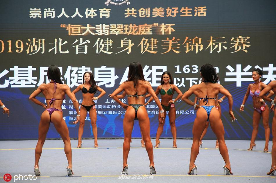 湖北举办健美健身锦标赛 满屏都是金刚芭比