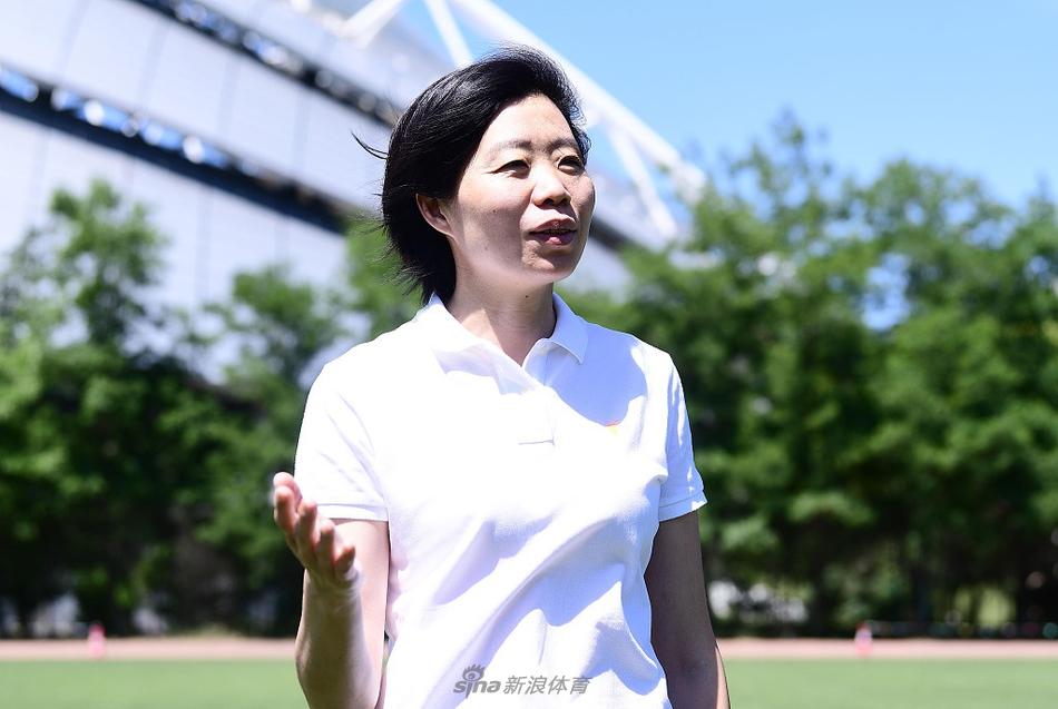 女排奥运冠军张越红出席徒步节活动
